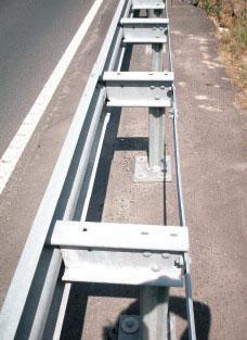 asphaltschrauben-befestigung-leitplanken-schilder-asphalt-creametal