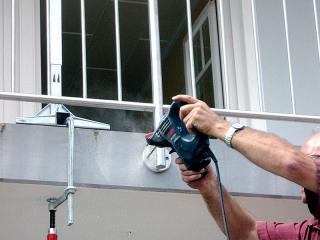 Die Montagestuetze MS1 befestigt mittels Schraubzwinge - Anwendungsbeispiel