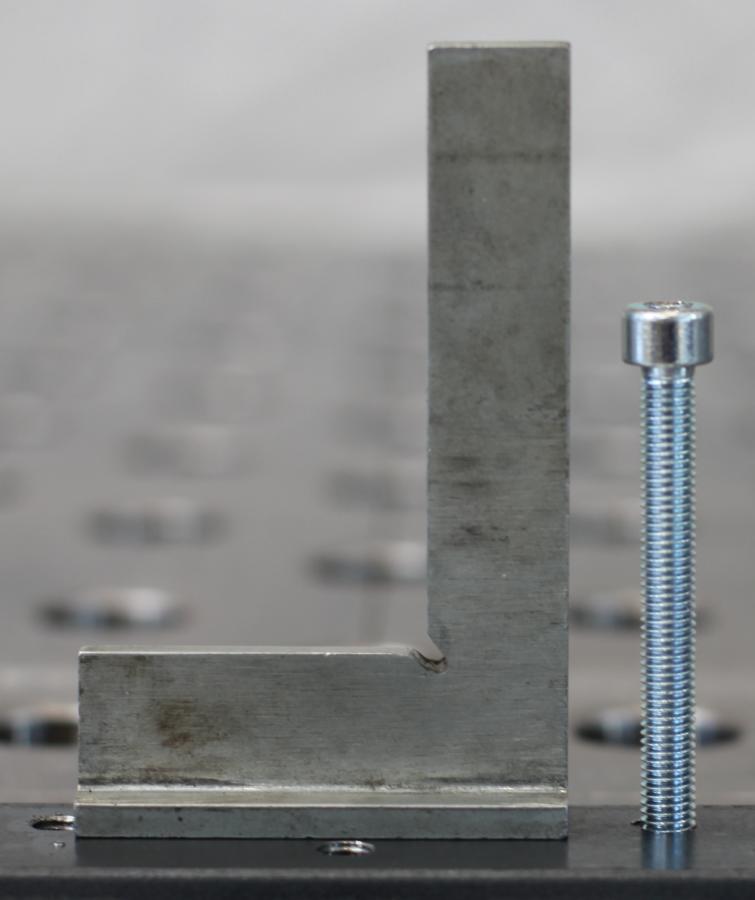 Anwendungsbeispiel fuer senkrechtes Gewinde durch die Gewindeschneidvorrichtung